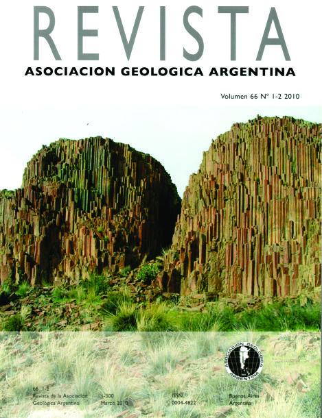 Disyunción columnar desarrollada en ignimbritas riolíticas jurásicas del Complejo Marifil. Cerro Lingote al sur de Florentino Ameghino, Chubut.  Autor: Marcelo Márquez